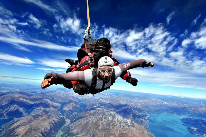https://traveltriangle.com/blog/skydiving-in-new-zealand/